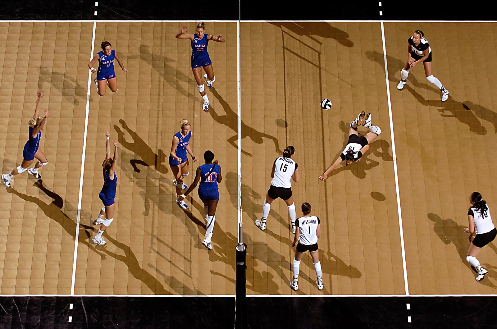 Parker Eshelman photo University of Kansas volleyball players, left, celebrate a point after Missouri's Weiwen Wang (13) was unable to keep the ball in play during the closing minutes of the 5th game of Missouri's 23-30, 30-26, 30-20, 28-30,  7-15 loss at the Hearnes Center, Wednesday. Sept2007/MUSports/MU volley vs KU pe