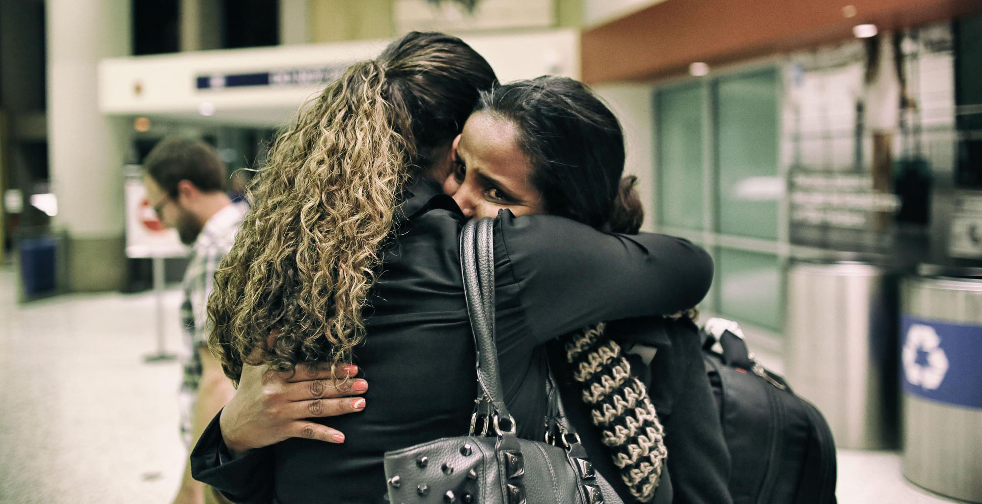 Yosan Tesfay is greeted by Cathy Burdge from the International Rescue Committee after arriving from Eritrea at Phoenix Sky Harbor International Airport in Phoenix, Arizona on Wednesday, February 1 2017.(Photo by Sandy Huffaker for The Wall Street Journal) LASTREFUGEES_AZ 47078 Published Credit: Sandy Huffaker for The Wall Street Journal Published Credit: Sandy Huffaker for The Wall Street Journal